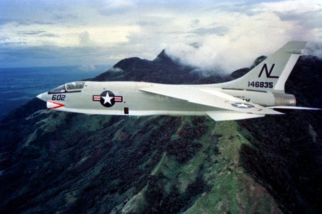Wie man das Vought F-8 Crusader Paper Airplane