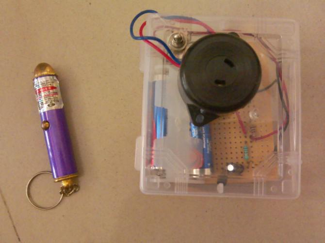 Einfache und tragbare Laser Tripwire für unter 2 $