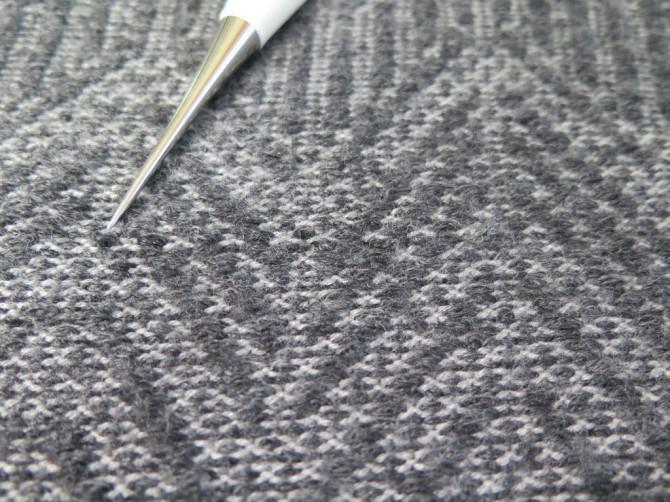 Wie man ein Snagged Sweater Fix