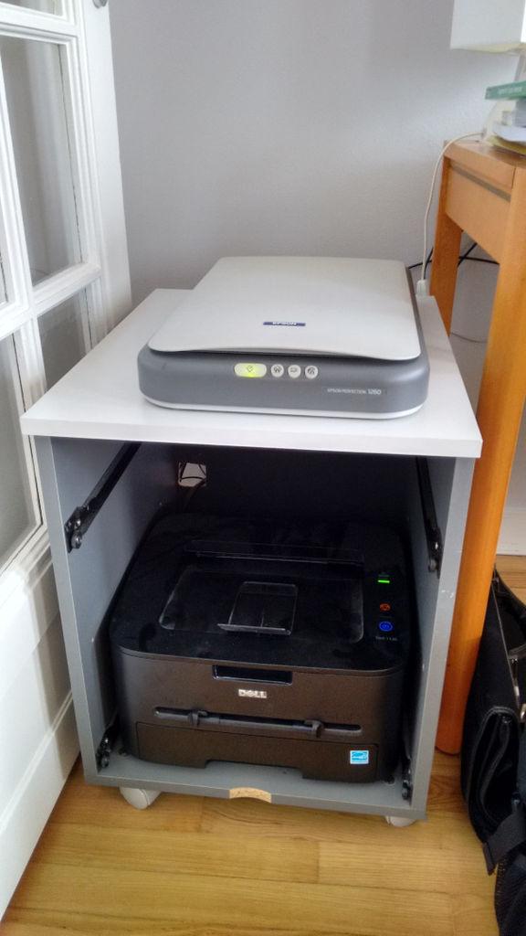Hack ein mobiles Büro Kabinett in Scanner und Drucker passen
